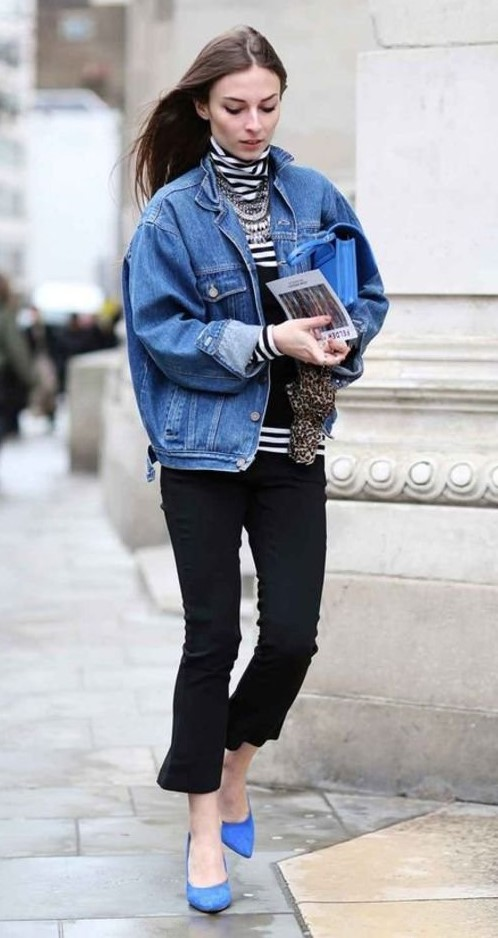black-crop-jeans-black-tee-turtleneck-stripe-bib-necklace-blue-med-jacket-jean-brun-blue-shoe-pumps-fall-winter-lunch.jpg