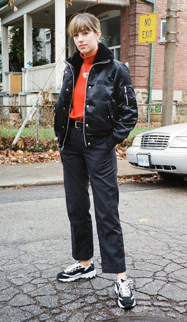 black-crop-jeans-red-tee-turtleneck-black-jacket-bomber-belt-hairr-black-shoe-sneakers-necklace-fall-winter-weekend.jpg