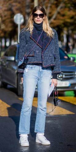 blue-light-flare-jeans-white-shoe-sneakers-blonde-blue-navy-jacket-lady-fall-winter-weekend.jpg