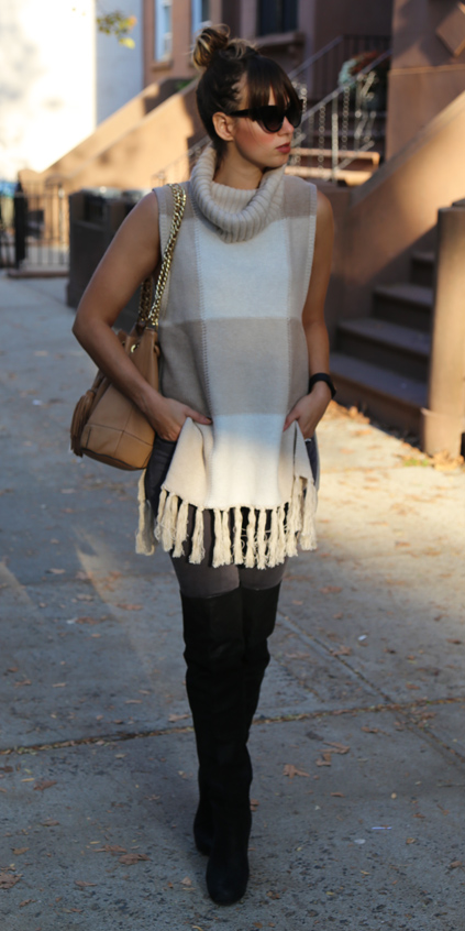 black-shoe-boots-tan-bag-hairr-bun-sun-tan-sweater-sleeveless-fall-winter-lunch.jpg