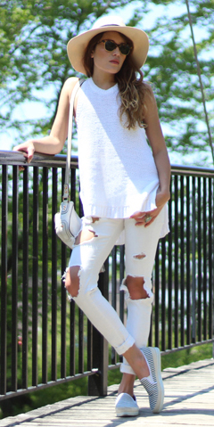 white-skinny-jeans-white-sweater-sleeveless-white-shoe-sneakers-white-bag-hat-panama-sun-howtowear-fashion-style-outfit-spring-summer-hairr-weekend.jpg