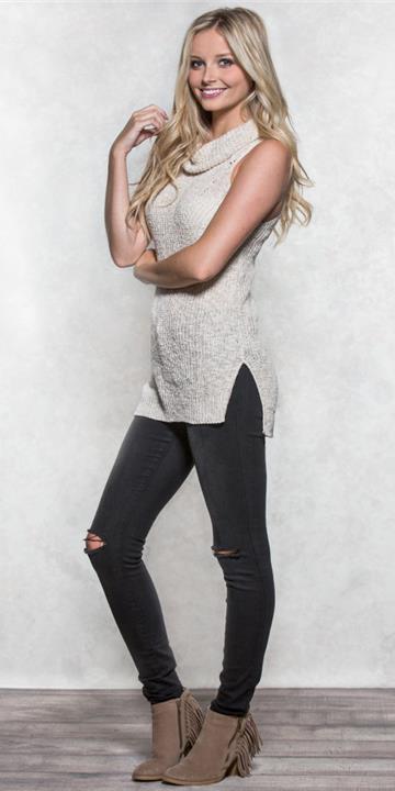 black-skinny-jeans-white-sweater-sleeveless-tan-shoe-booties-blonde-fall-winter-weekend.jpg