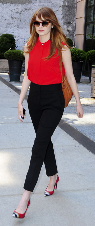 black-slim-pants-red-top-blouse-sun-howtowear-emmastone-celebrity-newyork-red-shoe-pumps-cognac-bag-pack-fall-winter-hairr-work.jpg