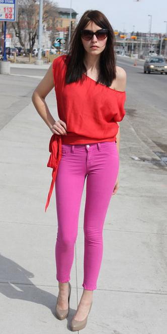 pink-magenta-skinny-jeans-red-top-oneshoulder-tan-shoe-pumps-tonal-spring-summer-dinner.jpg