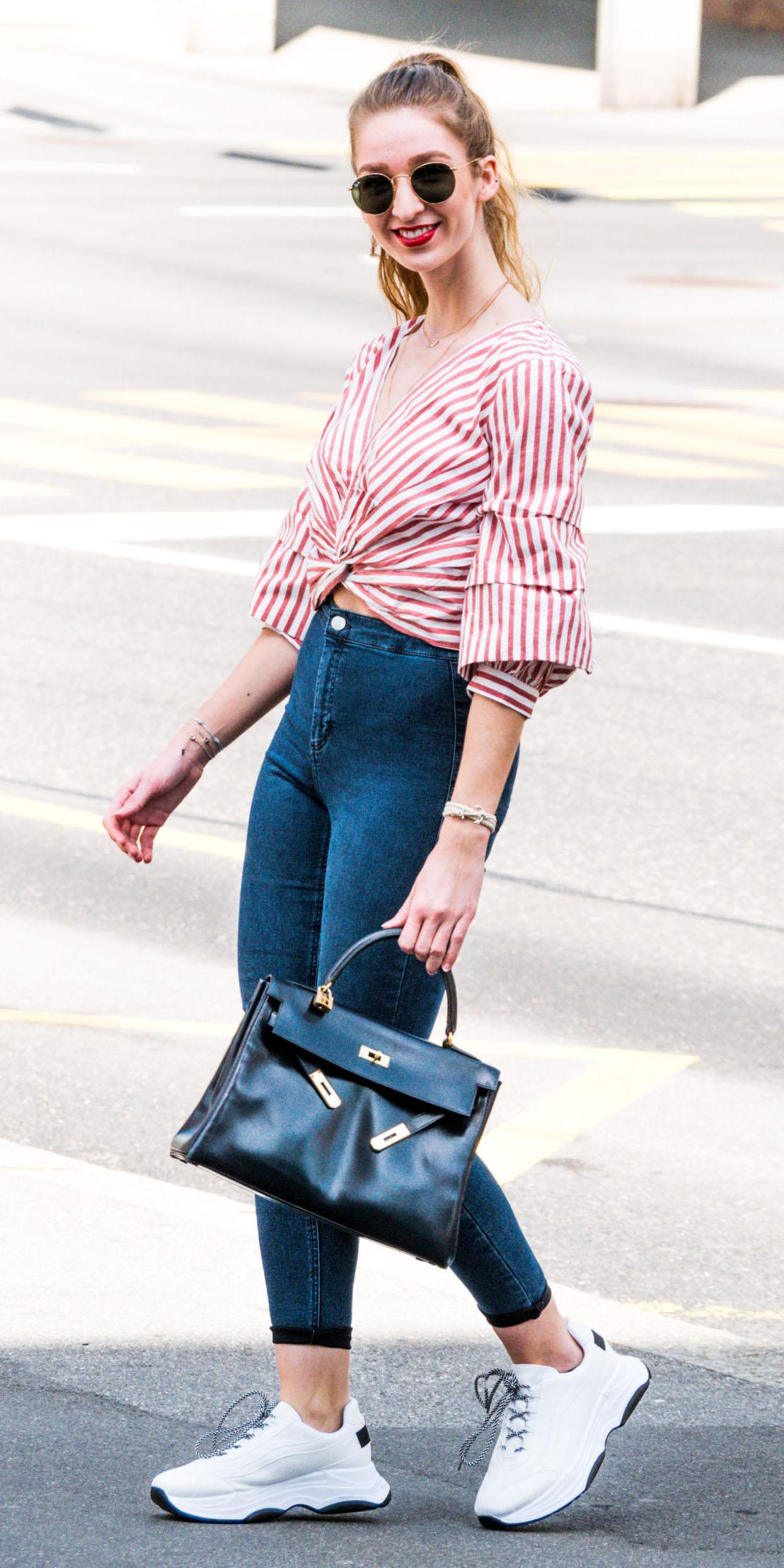 blue-navy-skinny-jeans-black-bag-red-top-wrap-stripe-blonde-pony-sun-white-shoe-sneakers-spring-summer-lunch.jpg