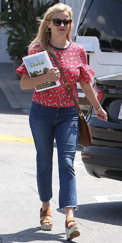 blue-med-crop-jeans-red-top-print-sun-cognac-bag-cognac-shoe-sandalw-reesewitherspoon-howtowear-style-spring-summer-blonde-lunch.jpg