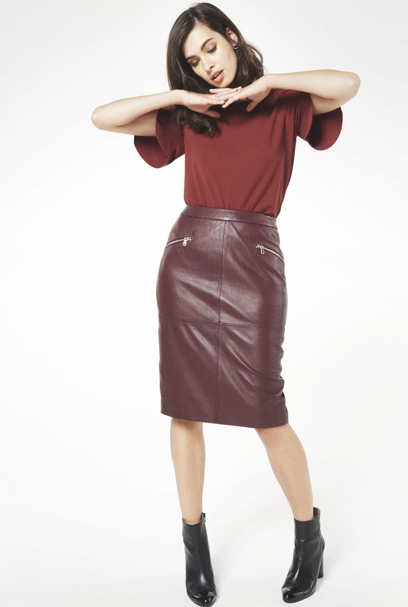 burgundy-pencil-skirt-black-shoe-booties-brun-burgundy-top-blouse-fall-winter-weekend.jpg
