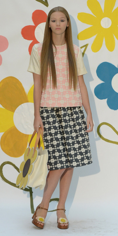 grayd-midi-skirt-r-pink-light-top-print-wear-outfit-spring-summer-yellow-bag-cognac-shoe-sandalh-blonde-lunch.jpg