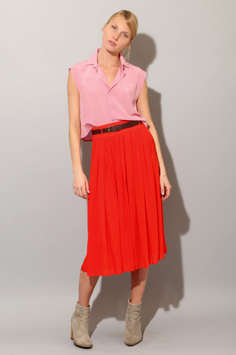 red-midi-skirt-r-pink-light-top-belt-bun-wear-outfit-spring-summer-tan-shoe-booties-blonde-lunch.jpg