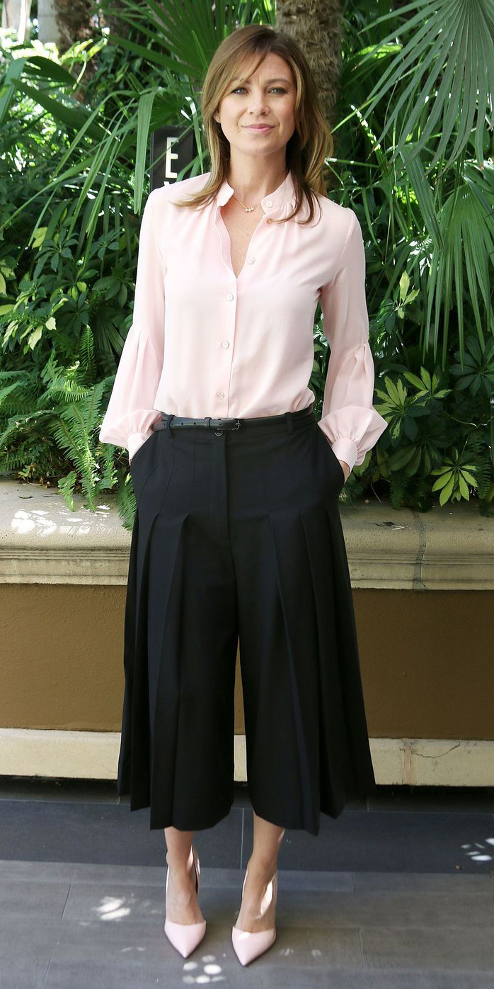 black-culottes-pants-pink-light-top-pink-shoe-pumps-belt-spring-summer-hairr-lunch.jpg