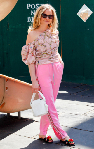 pink-light-wideleg-pants-trackpants-pink-light-top-floral-print-blonde-white-bag-black-shoe-sandals-spring-summer-lunch.jpg