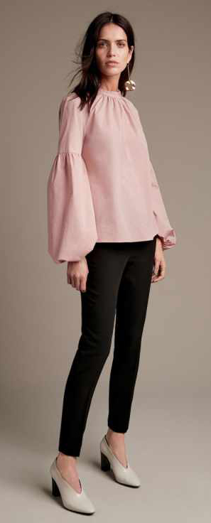 black-slim-pants-pink-light-top-bell-earrings-white-shoe-pumps-howtowear-fall-winter-brun-lunch.jpg