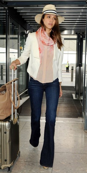 blue-navy-flare-jeans-r-pink-light-top-blouse-white-jacket-pink-light-scarf-hat-tan-bag-wear-fashion-style-spring-summer-celebrity-jessicaalba-airport-brun-weekend.jpg