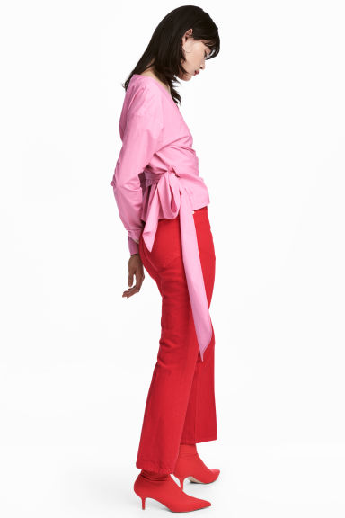 red-flare-jeans-pink-light-top-wrap-red-shoe-booties-fall-winter-brun-lunch.jpg
