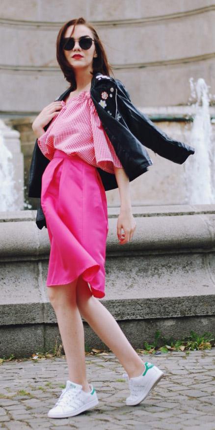 pink-magenta-aline-skirt-pink-magenta-top-offshoulder-white-shoe-sneakers-sun-black-jacket-moto-fall-winter-brun-lunch.jpg