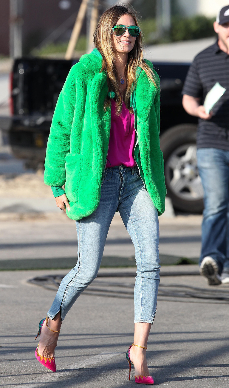 blue-light-skinny-jeans-magenta-shoe-pumps-pink-magenta-top-blouse-green-emerald-jacket-coat-fur-sun-blonde-heidiklum-fall-winter-lunch.jpg
