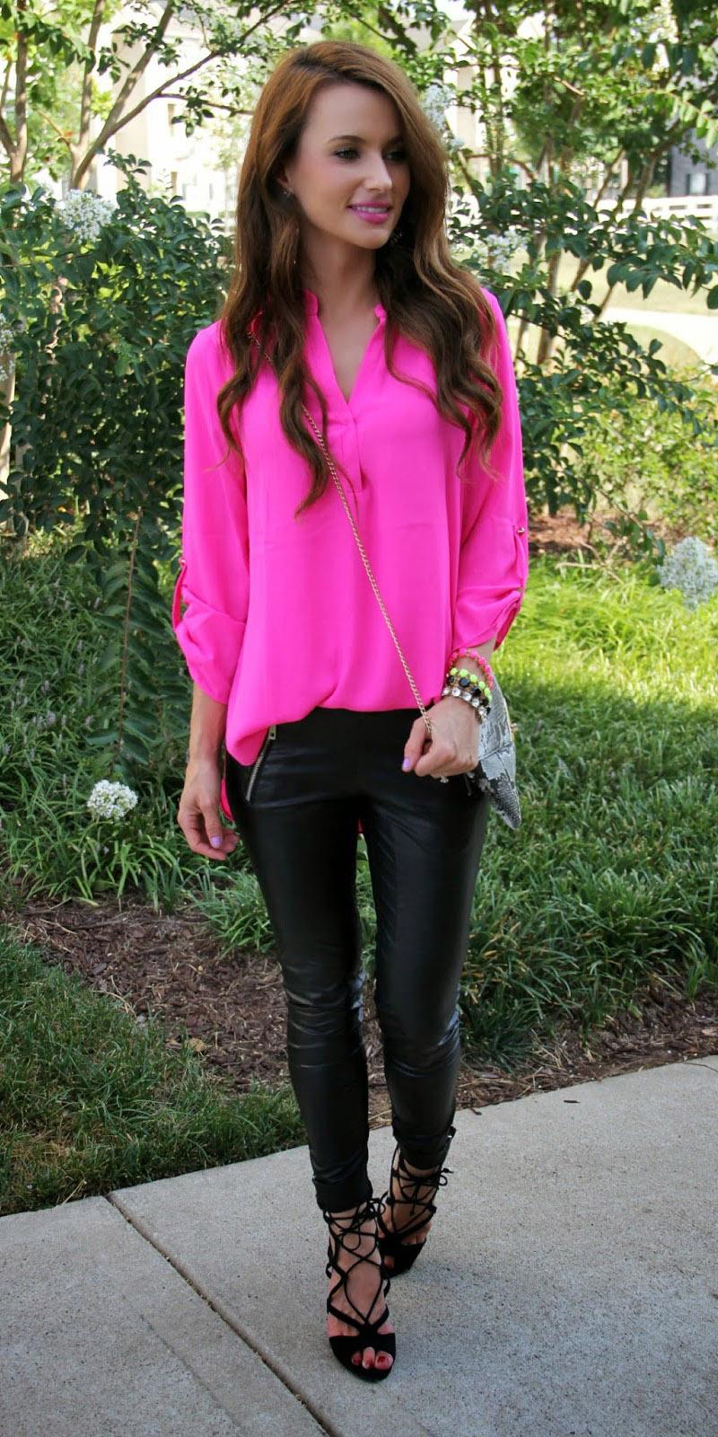 black-skinny-jeans-pink-magenta-top-blouse-brun-black-shoe-sandalh-fall-winter-lunch.jpg