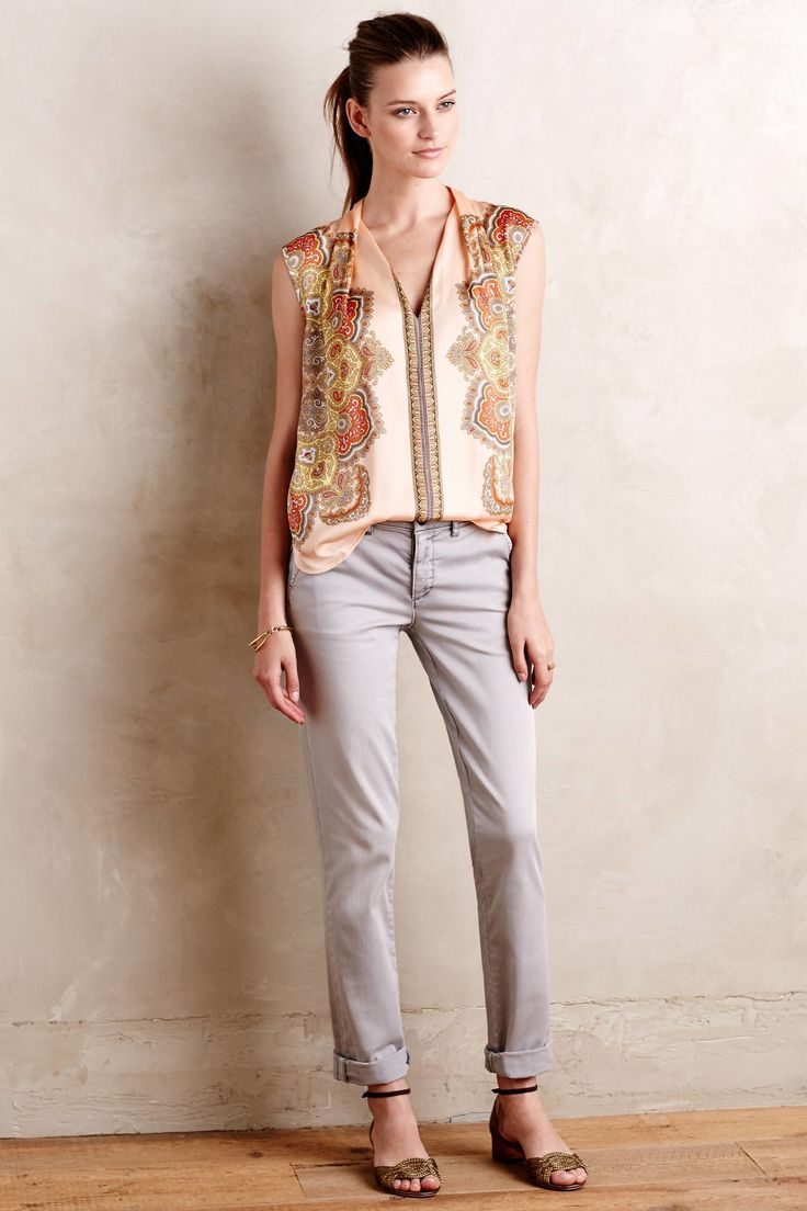 grayl-chino-pants-peach-top-blouse-print-pony-tan-shoe-sandals-spring-summer-hairr-lunch.jpg
