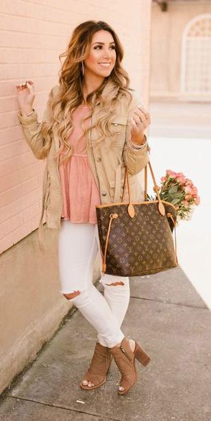 white-skinny-jeans-peach-top-tan-jacket-utility-brown-bag-tote-blonde-cognac-shoe-sandalh-spring-summer-lunch.jpg