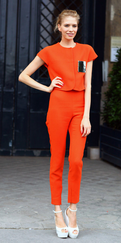 how-to-style-orange-slim-pants-orange-top-blonde-bun-white-shoe-sandalw-spring-summer-fashion-lunch.jpg
