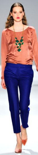 blue-navy-slim-pants-orange-top-blouse-silk-orange-shoe-pumps-necklace-spring-summer-hairr-lunch.jpg