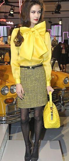 yellow-mini-skirt-tweed-yellow-top-blouse-bow-yellow-bag-black-tights-black-shoe-pumps-fall-winter-brun-lunch.jpg