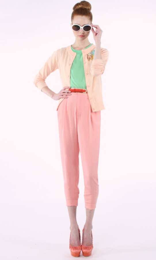 r-pink-light-joggers-pants-green-light-top-tan-cardigan-belt-bun-sun-orange-shoe-pumps-wear-style-fashion-spring-summer-pink-hairr-paperbag-lunch.jpg