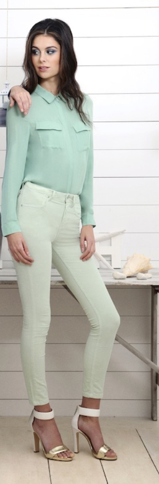 green-light-skinny-jeans-green-light-top-blouse-white-shoe-sandalh-howtowear-style-fashion-spring-summer-mono-outfit-brun-lunch.jpg