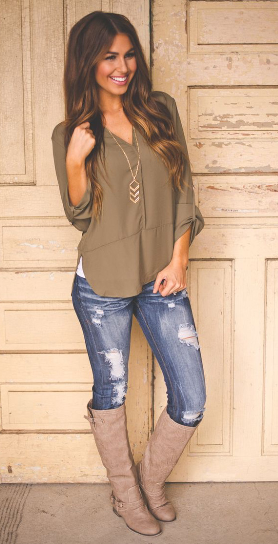blue-med-skinny-jeans-green-olive-top-blouse-howtowear-style-fashion-spring-summer-tan-shoe-boots-pend-necklace-hairr-lunch.jpg
