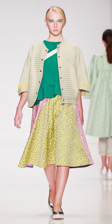 yellow-midi-skirt-green-emerald-top-yellow-jacket-boxy-pony-wear-outfit-spring-summer-gray-shoe-flats-blonde-weekend.jpg