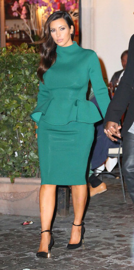 green-emerald-pencil-skirt-green-emerald-top-black-shoe-pumps-kimkardashian-fall-winter-brun-dinner.jpg
