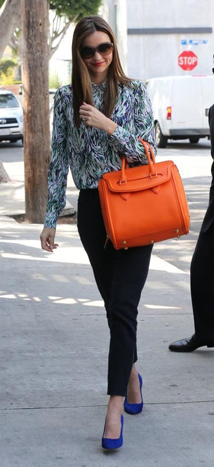 blue-navy-slim-pants-green-emerald-top-blouse-print-orange-bag-sun-blue-shoe-pumps-mirandakerr-spring-summer-work-hairr.jpg
