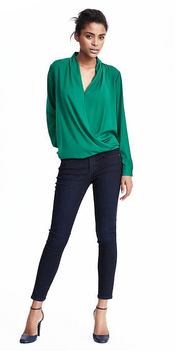 blue-navy-skinny-jeans-green-emerald-top-blouse-wear-outfit-fashion-fall-winter-blue-shoe-pumps-bun-brun-dinner.jpg