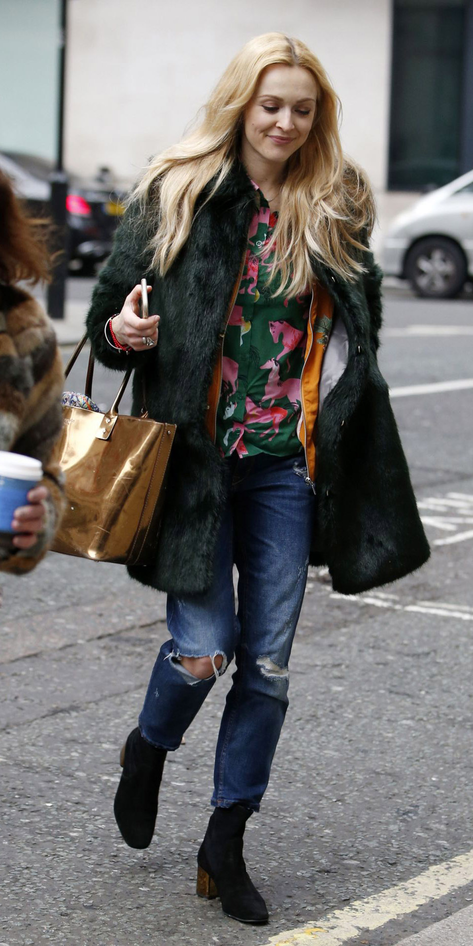 blue-med-boyfriend-jeans-green-emerald-top-blouse-print-layer-green-dark-jacket-coat-fur-fuzz-tan-bag-gold-fearnecotton-blonde-fall-winter-lunch.jpg