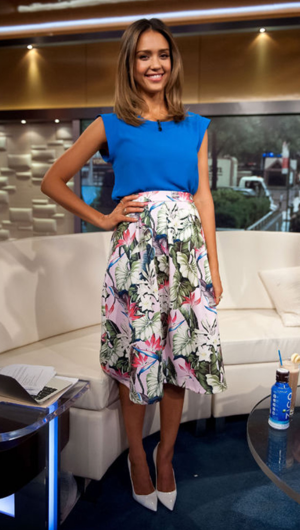 white-midi-skirt-blue-med-top-cobalt-print-jessicaalba-floral-wear-outfit-spring-summer-white-shoe-pumps-hairr-lunch.jpg