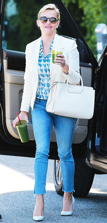 blue-light-skinny-jeans-blue-med-top-blouse-print-white-bag-white-shoe-pumps-white-jacket-blazer-bun-reesewitherspoon-howtowear-style-spring-summer-blonde-work.jpg