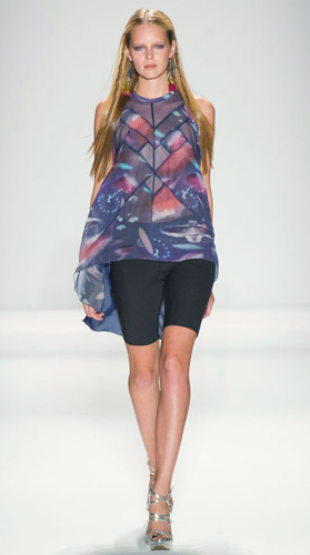 blue-navy-shorts-blue-navy-top-print-halter-tunic-earrings-runway-gray-shoe-sandalw-howtowear-fashion-style-outfit-spring-summer-nicolemiller-bermuda-blonde-lunch.jpg