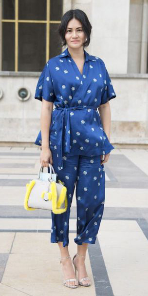 blue-navy-culottes-pants-suit-pajamas-silk-blue-navy-top-wrap-yellow-bag-brun-spring-summer-lunch.jpg