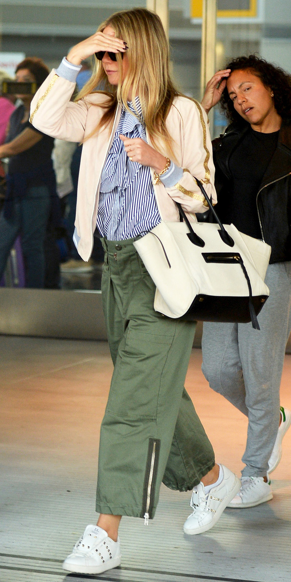 green-olive-chino-pants-white-bag-blonde-blue-navy-top-tan-jacket-bomber-white-shoe-sneakers-gwynethpaltrow-airport-spring-summer-weekend.jpg