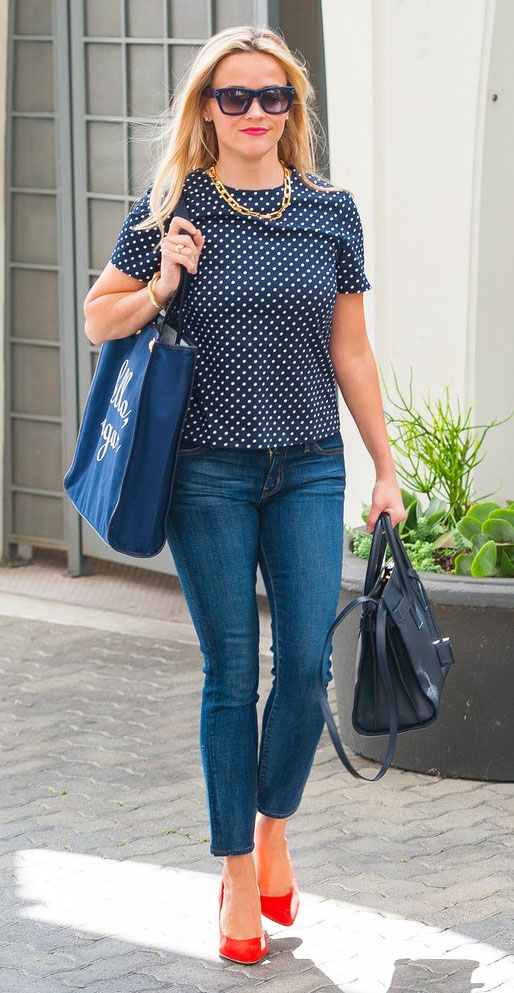 blue-med-skinny-jeans-blue-navy-top-print-chain-necklace-blue-navy-bag-sun-red-shoe-pumps-reesewitherspoon-howtowear-style-spring-summer-blonde-work.jpg