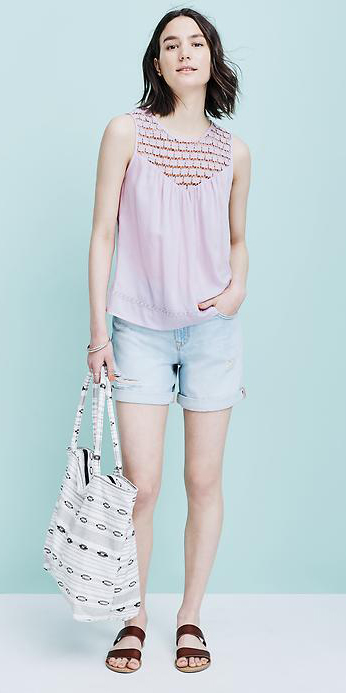 blue-light-shorts-purple-light-top-white-bag-tote-brown-shoe-sandals-howtowear-fashion-style-outfit-spring-summer-denim-brun-weekend.jpg