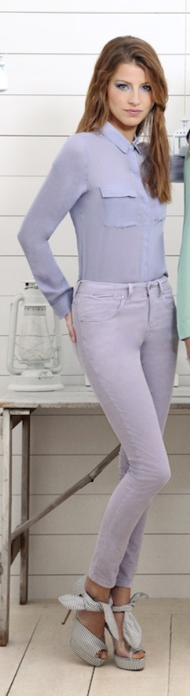 purple-light-skinny-jeans-purple-light-top-blouse-gray-shoe-sandalh-howtowear-style-fashion-spring-summer-mono-outfit-hairr-lunch.jpg