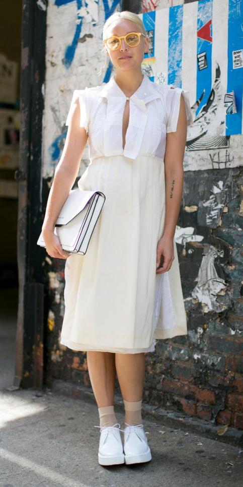 white-midi-skirt-white-top-blouse-wear-outfit-spring-summer-white-shoe-brogues-socks-white-bag-clutch-bun-streetstyle-mono-blonde-lunch.jpg