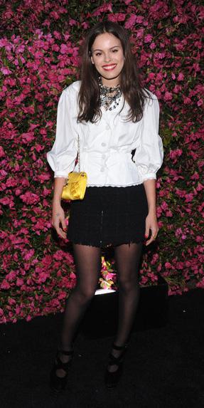 black-mini-skirt-black-tights-white-top-blouse-peasant-yellow-bag-necklace-brun-black-shoe-pumps-fall-winter-dinner.jpg