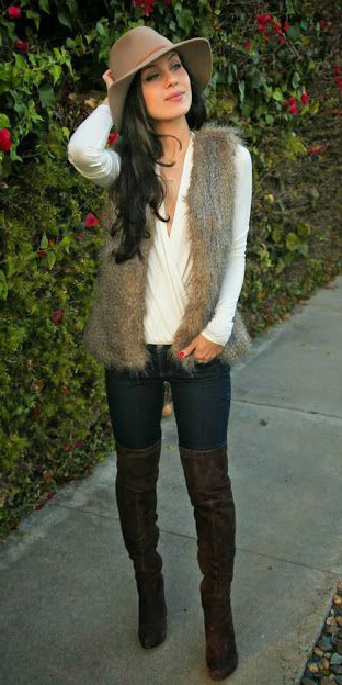 blue-navy-skinny-jeans-white-top-blouse-tan-vest-fur-howtowear-fashion-style-outfit-fall-winter-hat-overthekneeboots-brown-shoe-boots-brun-lunch.jpg