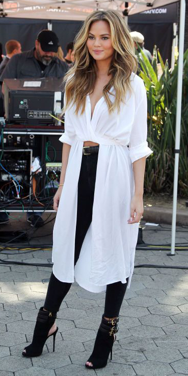 black-skinny-jeans-white-top-blouse-belt-black-shoe-sandalh-howtowear-fashion-style-outfit-spring-summer-tunic-celebrity-chrissytiegen-hairr-lunch.jpg