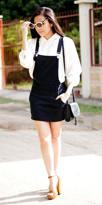 black-dress-jumper-white-top-blouse-black-bag-sun-brun-cognac-shoe-sandalh-fall-winter-lunch.jpg