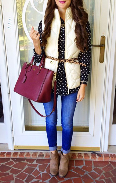 blue-med-skinny-jeans-black-top-blouse-white-vest-puffer-burgundy-bag-howtowear-fashion-style-outfit-fall-winter-dot-skinny-belt-tan-shoe-booties-brun-lunch.jpg