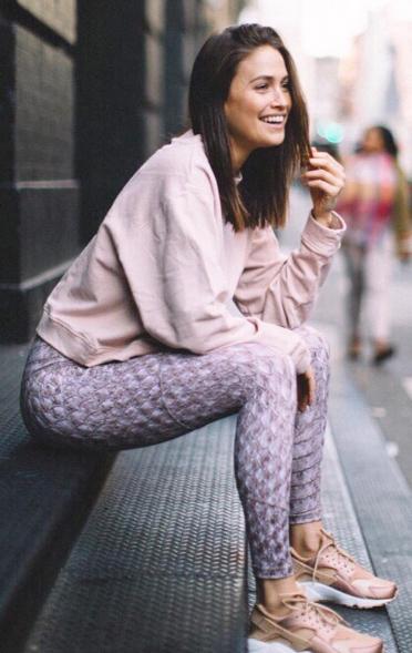 purple-light-leggings-pink-light-sweater-sweatshirt-pink-shoe-sneakers-mono-fall-winter-hairr-weekend.jpg