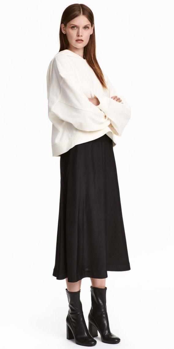 black-midi-skirt-white-sweater-sweatshirt-wear-outfit-fall-winter-black-shoe-booties-fashion-hairr-lunch.jpg